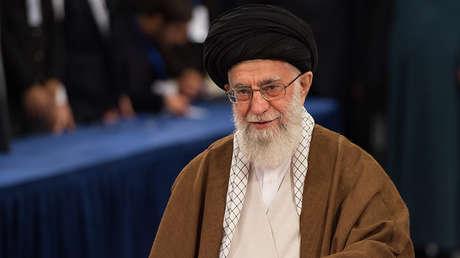 El ayatolá de Irán, Alí Jameneí, en Teherán, el 19 de mayo de 2017.