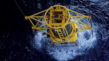 Un robot submarino se adentra en aguas profundas del golfo de México.