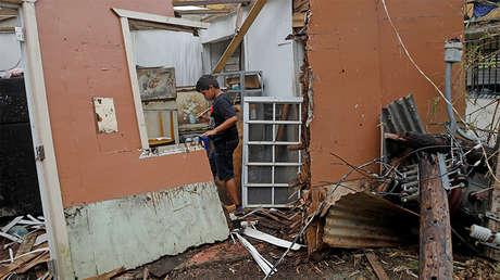Un niño en una casa dañada por el huracán María a las afueras de San Juan, Puerto Rico, 10 de octubre de 2017.