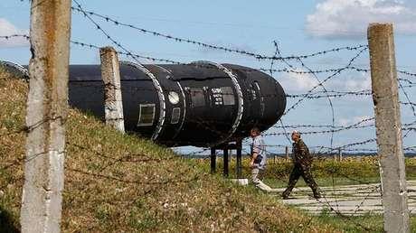 Un misil balístico intercontinental SS-18 Satan en un museo en las afueras de Kiev, Ucrania. 22 de agosto de 2011.