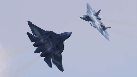 Dos cazas rusos de quinta generación Su-57.