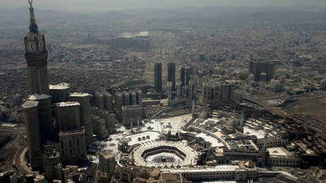 Vista aérea de la Kaaba en la Gran Mezquita de La Meca (Arabia Saudita).