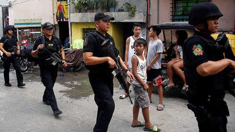 Fuerzas especiales durante un operativo antidroga en la ciudad de Mandaluyong, Filipinas.
