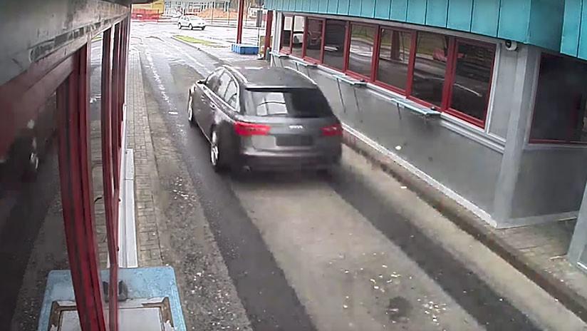 Un conductor intenta saltarse un puesto fronterizo y esto es lo que sucede