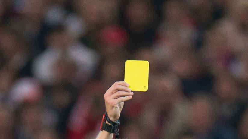 ¿La expulsión más rápida?: Un futbolista recibe dos amarillas en 10 segundos (VIDEO)