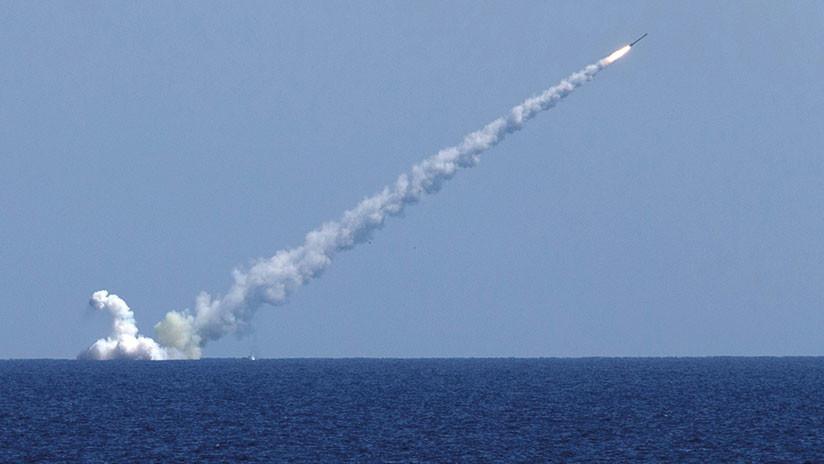 Bombarderos y un submarino rusos realizan un ataque masivo contra terroristas en Siria