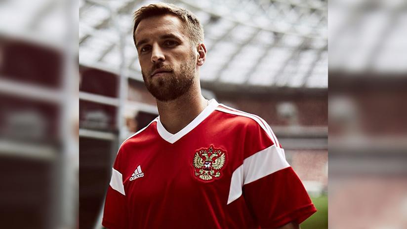 James mostró la nueva camiseta de la Selección Colombia para Rusia 2018