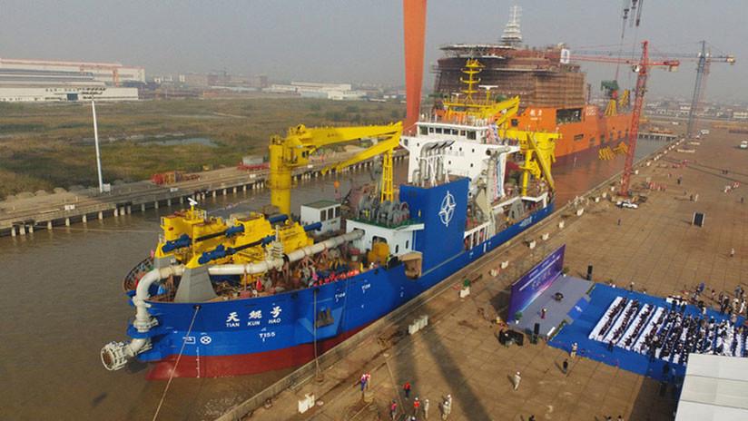 """China bota un """"creador mágico de islas"""" en medio de las disputas marítimas"""