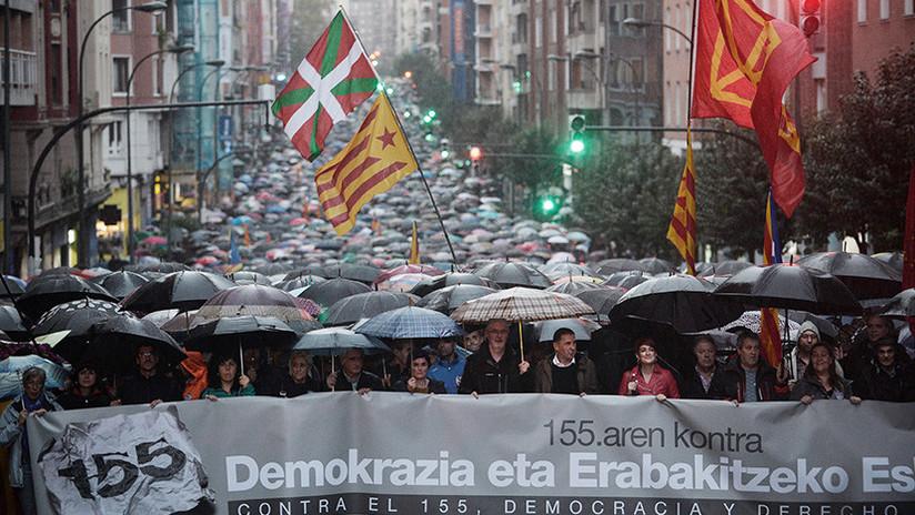 Miles de vascos protestan contra el control directo de Cataluña desde Madrid