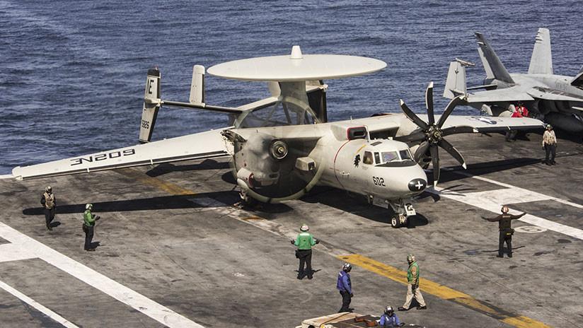 Un marino de EE.UU. es atropellado por un avión en la cubierta del USS Carl Vinson