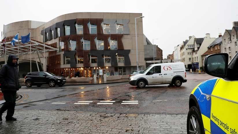 El Parlamento escocés, evacuado por tres paquetes sospechosos