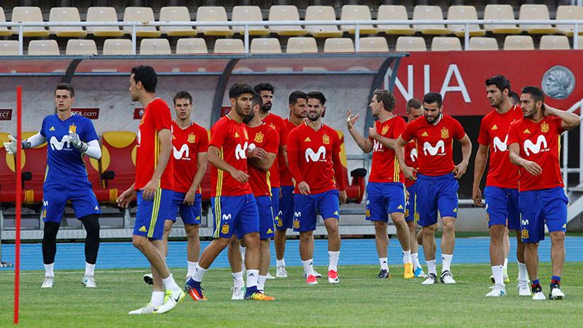 ¿Republicana?: La camiseta 'non grata' de la selección española mantiene 'en morado' la polémica
