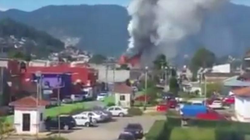 VIDEO: Momento exacto de la explosión de una fábrica ilegal de pirotecnia en Chiapas, México
