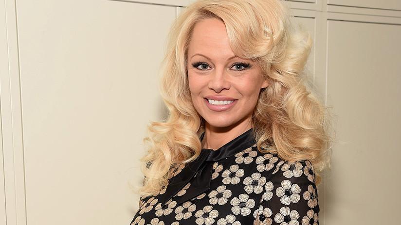 """""""Ha sido totalmente idiota"""": Pamela Anderson habla sobre Cataluña y el Gobierno español"""