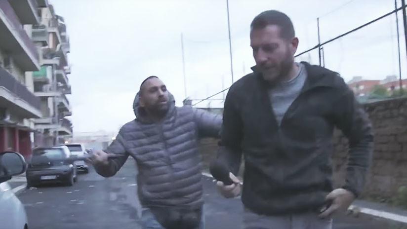 FUERTE VIDEO: Un periodista italiano se lleva un brutal cabezazo al entrevistar a un mafioso