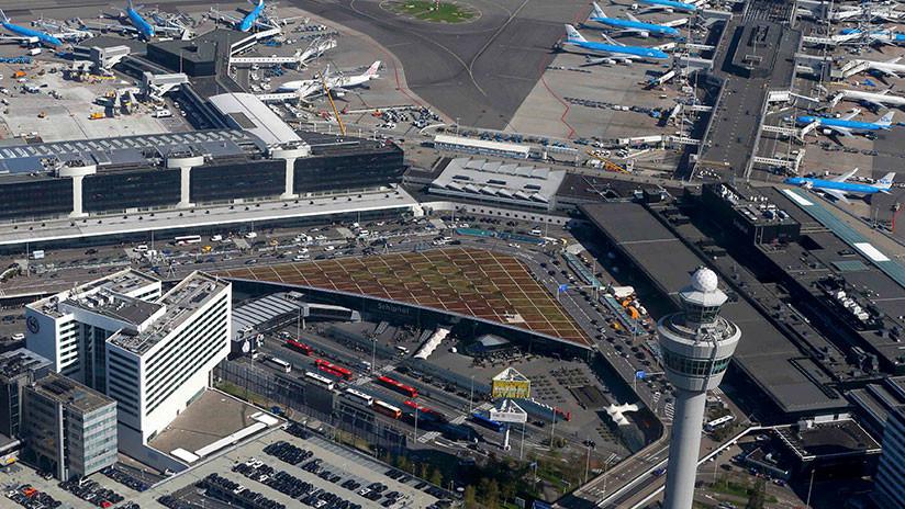 Evacúan un centro de carga del aeropuerto de Ámsterdam tras encontrar un paquete sospechoso