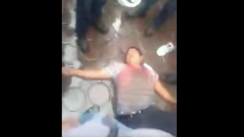 Obreros de la industria azucarera dan una paliza a su líder sindical en México (VIDEOS)