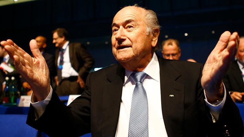 Estrella del fútbol de EE.UU. acusa a Blatter de agresión sexual en la gala del Balón de Oro