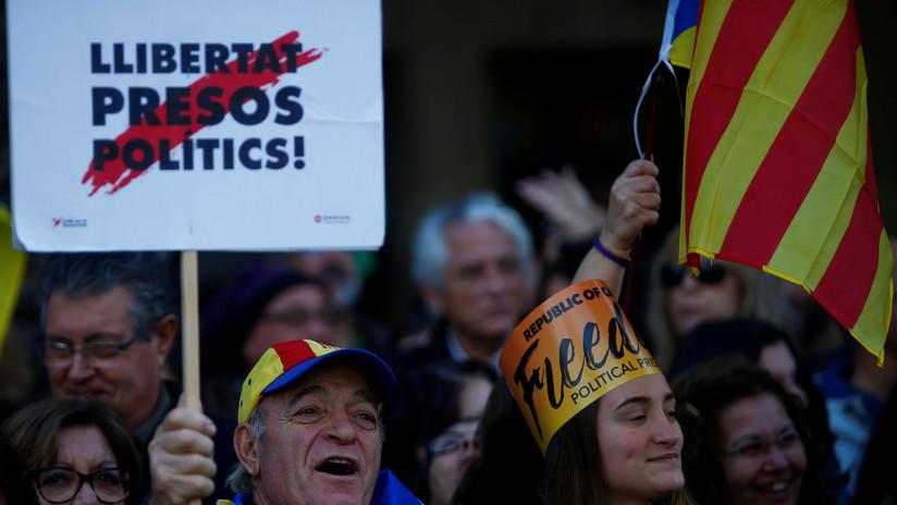 Miles de catalanes protestan por encarcelamiento de varios exconsejeros de su Gobierno