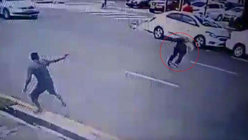VIDEO BRUTAL: Un estudiante recibe un disparo en la cabeza al huir de un ladrón