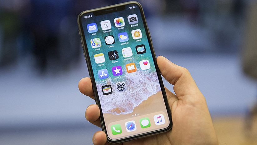 """FOTOS: Reportan la aparición de una """"línea verde de la muerte"""" en las pantallas del nuevo iPhone X"""