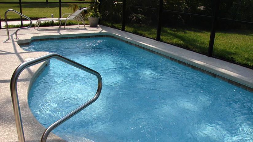 FUERTES IMÁGENES: Brasileño intenta robar una vivienda y acaba baleado y ahogado en una piscina