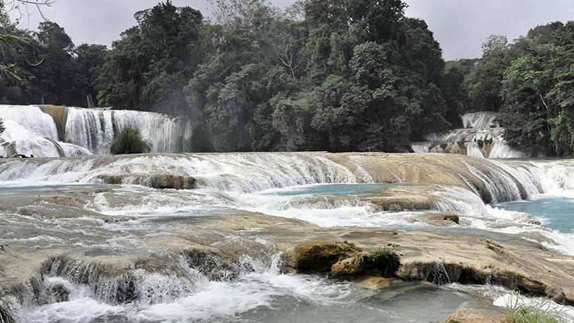 FOTO: Se 'secan' misteriosamente las famosas cascadas de Agua Azul en México