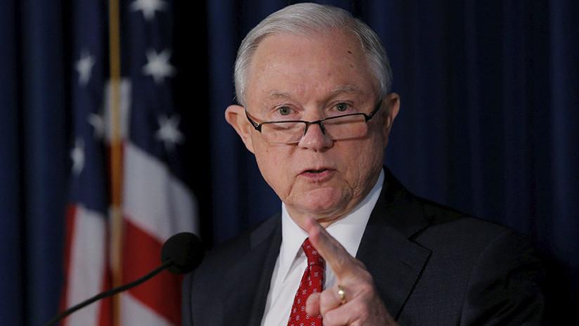 El fiscal general de EE.UU. baraja designar a un fiscal especial para investigar a Hillary Clinton