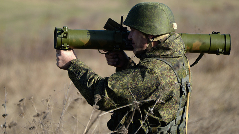 Video: Un lanzallamas compacto ruso 'decapita' un blindado de un disparo