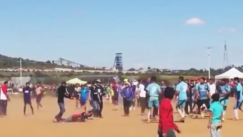 FUERTE VIDEO: Asesinan a quemarropa a un hombre en un partido de fútbol en México (18+)
