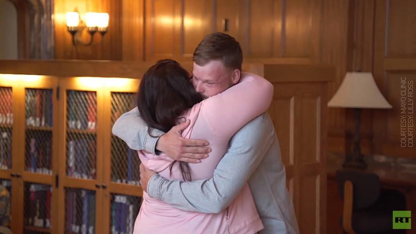 Su marido se suicida y ella encuentra al hombre al que le trasplantaron su rostro (VIDEO)