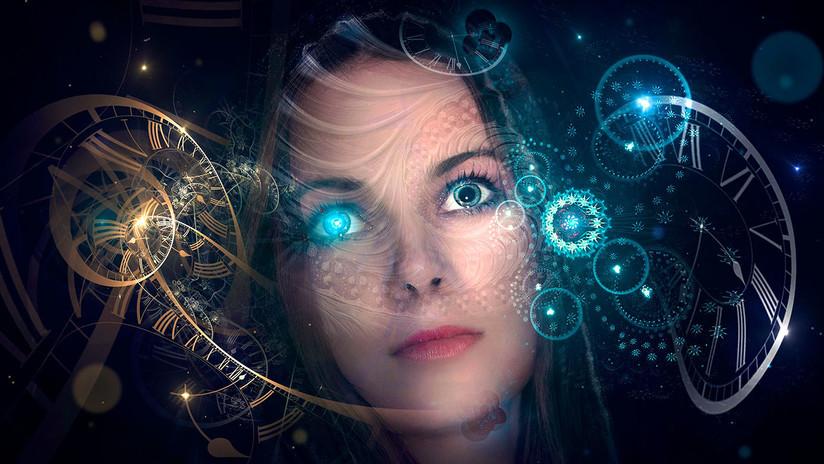 Un astrofísico explica de qué manera sería físicamente posible viajar al pasado