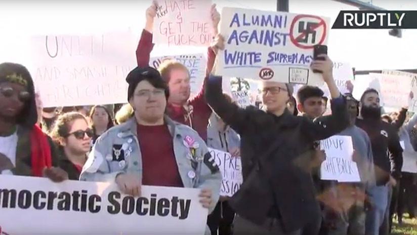 Protestas en Florida por un polémico caso de discriminación contra un exmiembro del KKK (VIDEO)