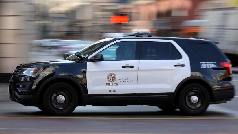 VIDEO: Un policía de EE.UU. se graba accidentalmente mientras le 'planta' cocaína a un sospechoso
