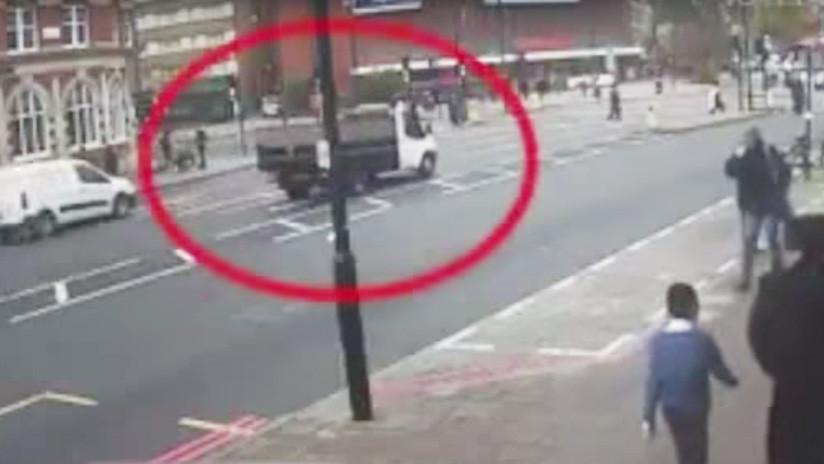 FUERTE VIDEO: Una camioneta arrolla a un anciano a plena luz del día y escapa