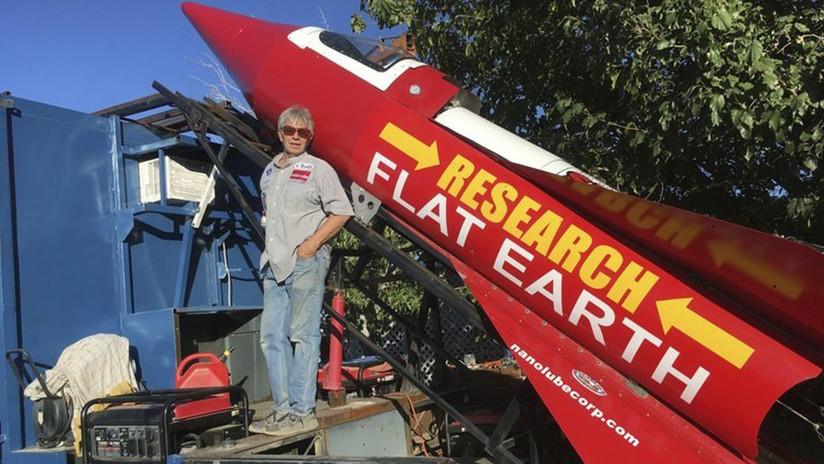 """""""No creo en la ciencia"""": Un inventor volará al espacio en su propio cohete para ver la Tierra plana"""