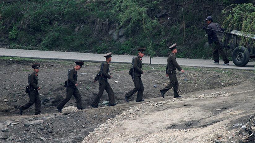 Deserción de un soldado de Corea del Norte bajo el fuego (Vídeo)