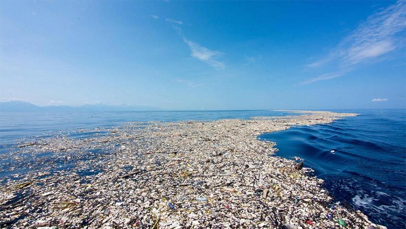 De paraíso a basurero: imágenes estremecedoras del mar de plástico en el Caribe