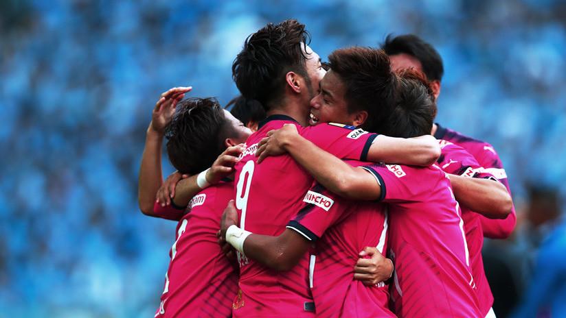 Polémica en Japón por el uso de un mono para iniciar un partido de fútbol (VIDEO)