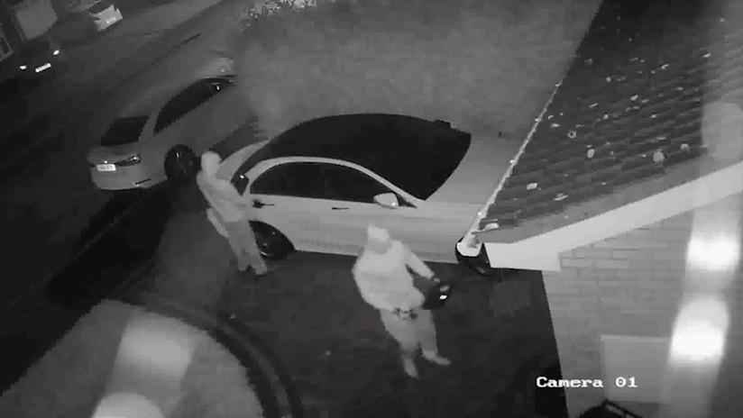 VIDEO: ¿Cómo robar un Mercedes sin usar la llave y en cuestión de segundos?