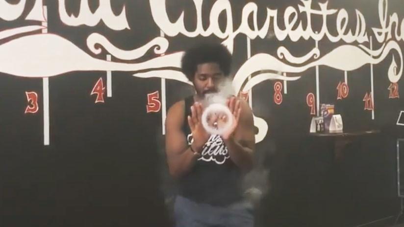 VIDEO: Las increíbles creaciones de vapor del 'rey del cigarrillo electrónico'