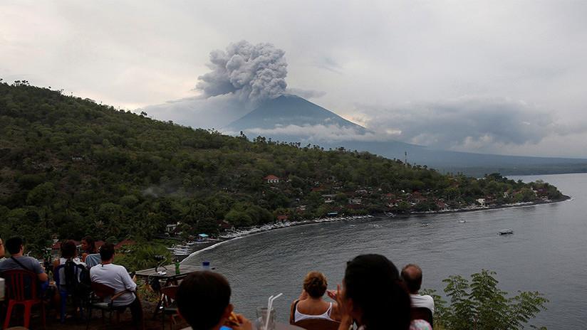 """Un volcán de Bali podría entrar en erupción """"en horas"""""""