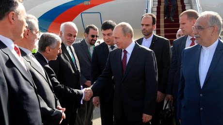 El presidente ruso Vladímir Putin en el aeropuerto de Teherán, el 1 de noviembre de 2017.