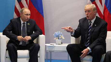 Vladímir Putin y Donald Trump se encuentran en Hamburgo, mientras se celebraba la cumbre del G20, el 7 de julio de 2017.