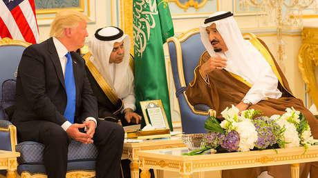 El presidente de EE.UU., Donald Trump, en una reunión con el rey saudita Salmán ben Abdelaziz.