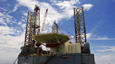 Plataforma de perforación petrolífera asentada en el lago Maracaibo, en el estado venezolano de Zulia.