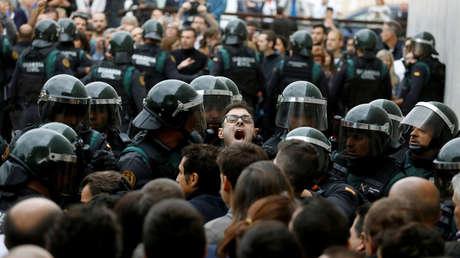 Intervención de la Policía durante el referéndum del 1 de octubre