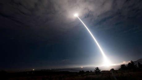 Una prueba del misil balístico intercontinental Minuteman III en California, el 2 de agosto de 2017