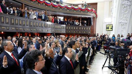 Miembros de la ANC durante una ceremonia de juramentación en el Palacio Federal Legislativo
