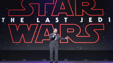 Rian Johnson, director de 'El Último Jedi', durante una exposición en California. 15 de julio de 2017.